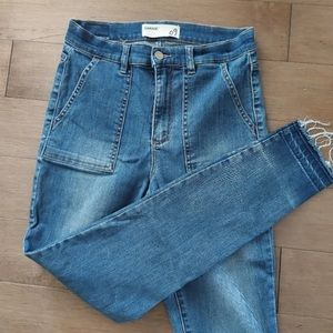 2/25$***Garage skinny jeans with pockets***